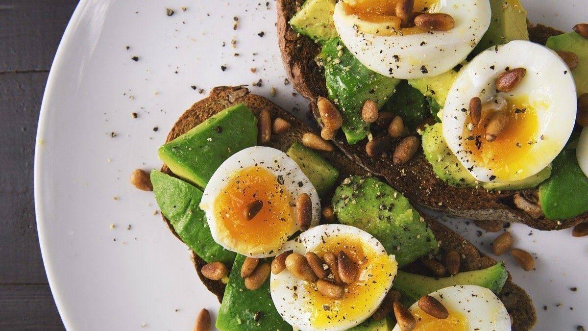 Que alimentos tienen vitamina b9 y b12