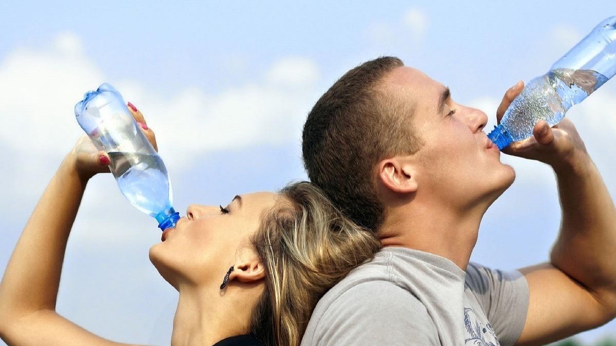 puedes beber agua durante el ayuno