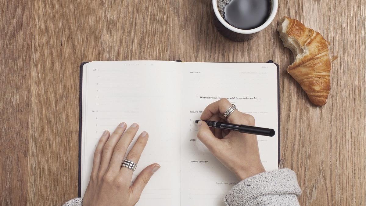 Escribir a mano mejora nuestra salud mental