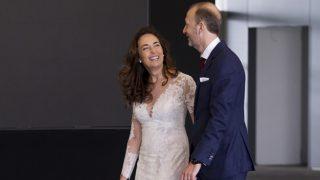 Carolina Punset y Alex Marí, momentos después de darse el «sí, quiero» en Valencia (Gtres)