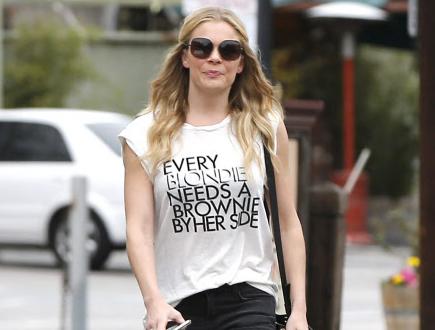 Las camisetas con mensaje conquistan a las famosas