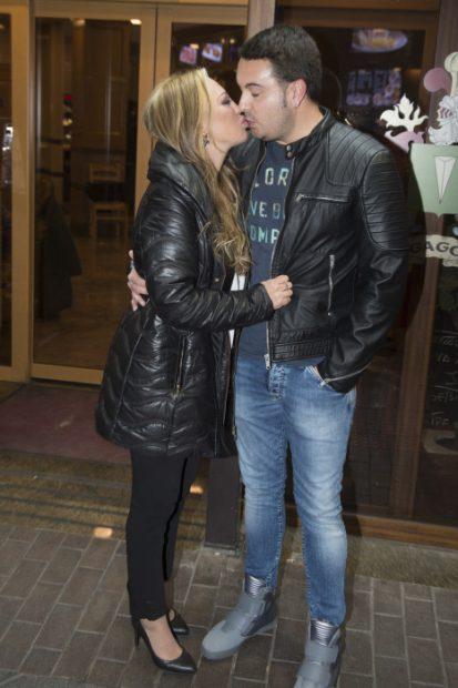 El 'fiestón' de Kike Calleja con beso de Belén Esteban incluido