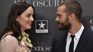 Dakota Johnson y Jamie Dornan ayer durante el estreno de 'Cincuenta sombras más oscuras' en Madrid. (GTres)