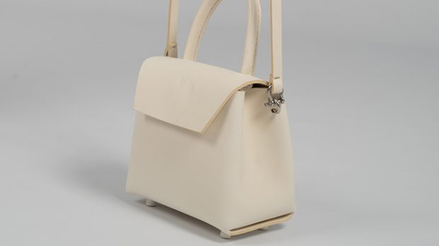 less bore bolso bandolera blanco
