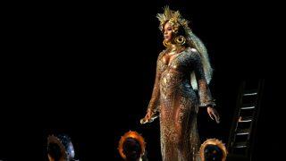 Beyoncé Knowles durante su actuación en la 59 edición de los Premios Grammy./ Gtres