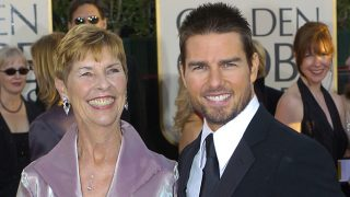 Tom Cruise posa con su madre Mary Lee South en los Globos de Oro de 2004 / Gtres