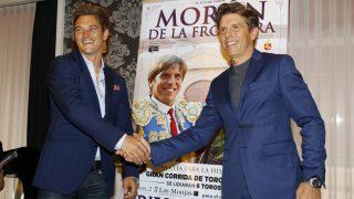 """Los toreros Julio Benítez y Manuel Díaz """", durante la presentación del cartel de Morón (Gtres)"""