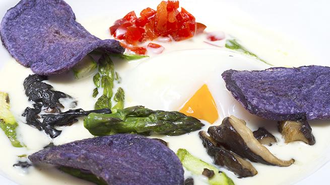 Huevo campero esparragos setas salteadas Copenhagen vegetarianos madrid