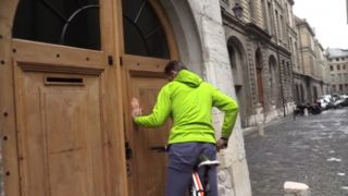 Iñaki Urdangarin entrando en su casa de Ginebra, en una foto de archivo (Gtres)
