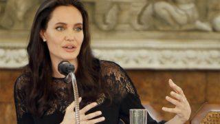 Angelina Jolie durante una conferencia de prensa en Camboya / Gtres
