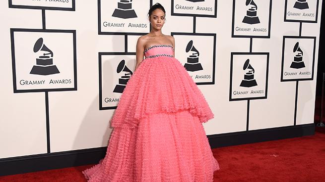 Rihanna vestido rosa Grammy