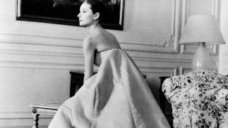 Audrey Hepburn en un fitting con Givenchy/ Gtres
