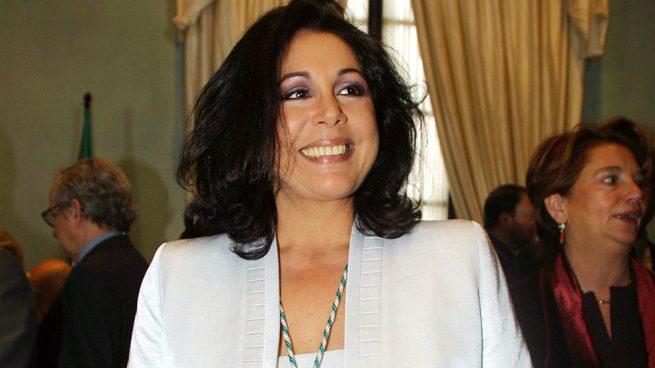 Isabel Pantoja hace un 'dientes, dientes' en Chile