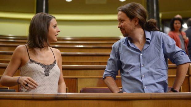 Pablo Iglesias e Irene Montero, el beso prohibido