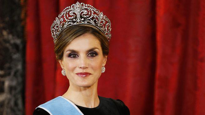 reina letizia tiara flor de lis
