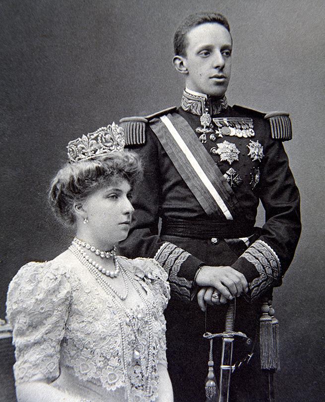 victoria eugenia tiara flor de lis