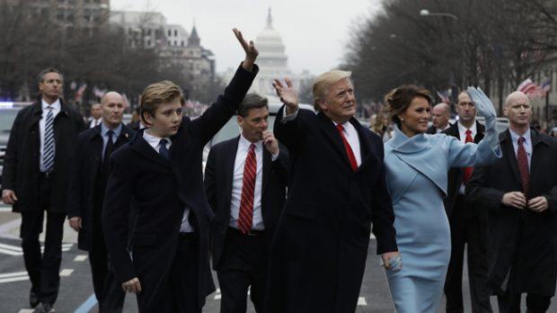 Barron, Donald y Melania Trump