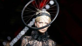 Jeremy Scott volvió a sorprender con la presentación de su colección Otoño-Invierno en la Milan Fashion Week. / Gtres