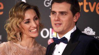 Albert Rivera con Beatriz Tajuelo en los Premios Goya 2017 (Gtres)