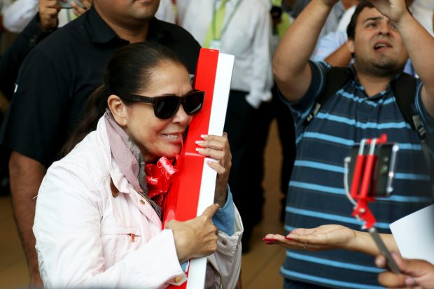 La extraña actitud de Isabel Pantoja a su llegada a Lima