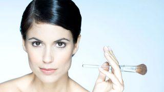 La tendencia que apuesta por maquillajes invisibles y rostros naturales suma adeptos.  / Gtres
