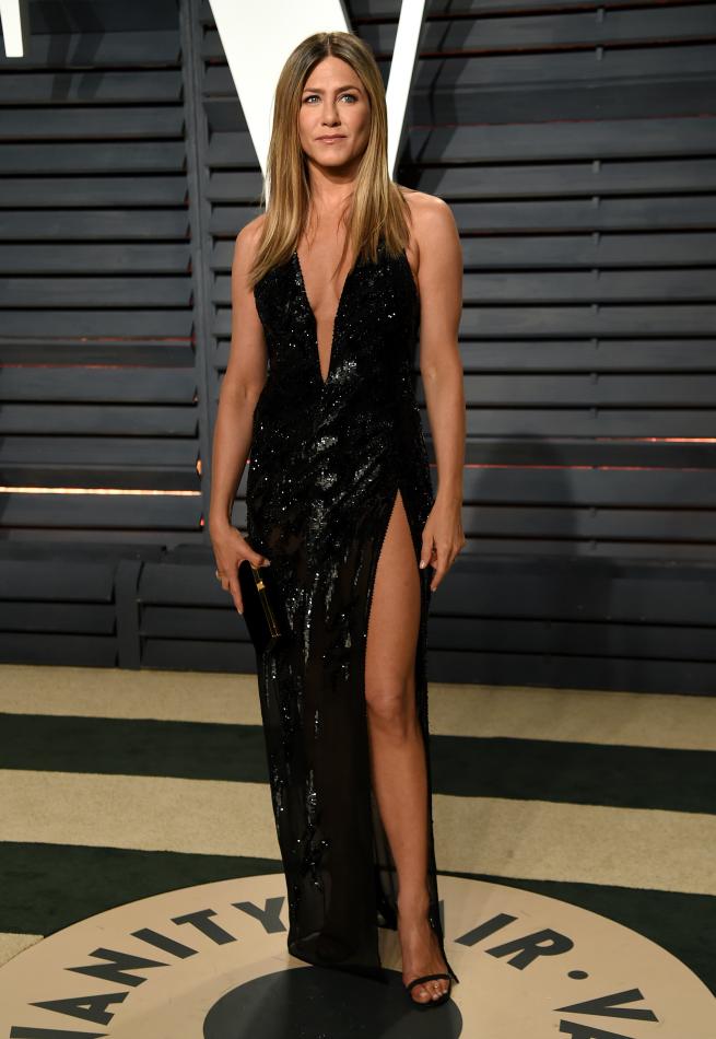 Jennifer Aniston con vestido Atelier Versace / Gtres