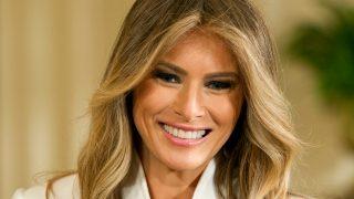 El look de Michael Kors escogido por Melania Trump cuesta casi 10.000 dólares. / Gtres