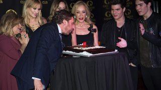 Juan Peña junto a amigos en la celebración de su cumpleaños (Gtres)