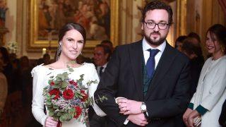 Rodrigo Ruíz Gallardón y Mar Álvarez Cassinello durante su boda en Madrid. (Gtres)