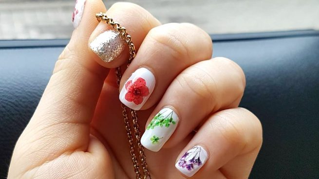 manicura flores secas