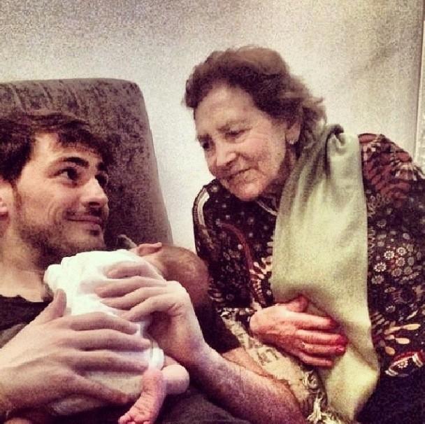 Iker Casillas con su abuela (Instagram)