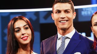 Cristiano Ronaldo con, Georgina Rodriguez en los premios de la FIFA en Zurich, el pasado mes de enero (Gtres)