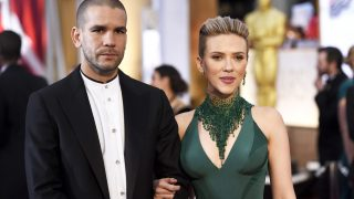 Scarlett y su marido en los Premios Oscar 2015 (Gtres)