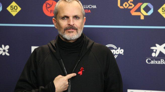 Miguel Bosé no consigue parar la entrevista en 'Sábado Deluxe' que retirará a su madre