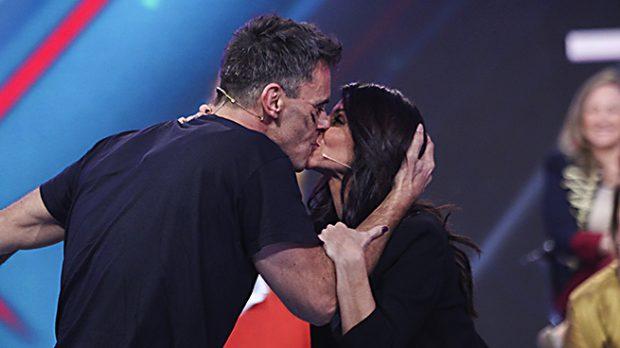 Alonso Caparros besa a su mujer el día de su expulsión (Gtres)