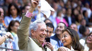 Isabel Preysler y el escritor Mario Vargas Llosa durante la corrida de Illescas (Gtres)