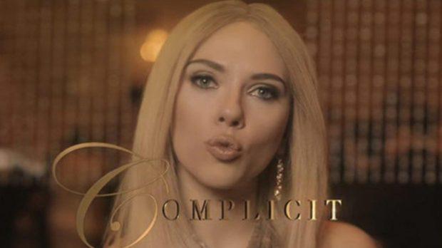 Scarlett Johansson imitando a Ivanka Trump (Twitter)
