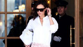 La camisa blanca es una de los 'hits' de primavera para Victoria Beckham / Gtres