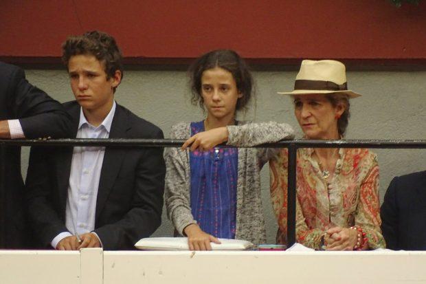 La infanta Elena de Borbón y sus hijos Felipe Juan Froilán y Victoria Federica de Marichalar