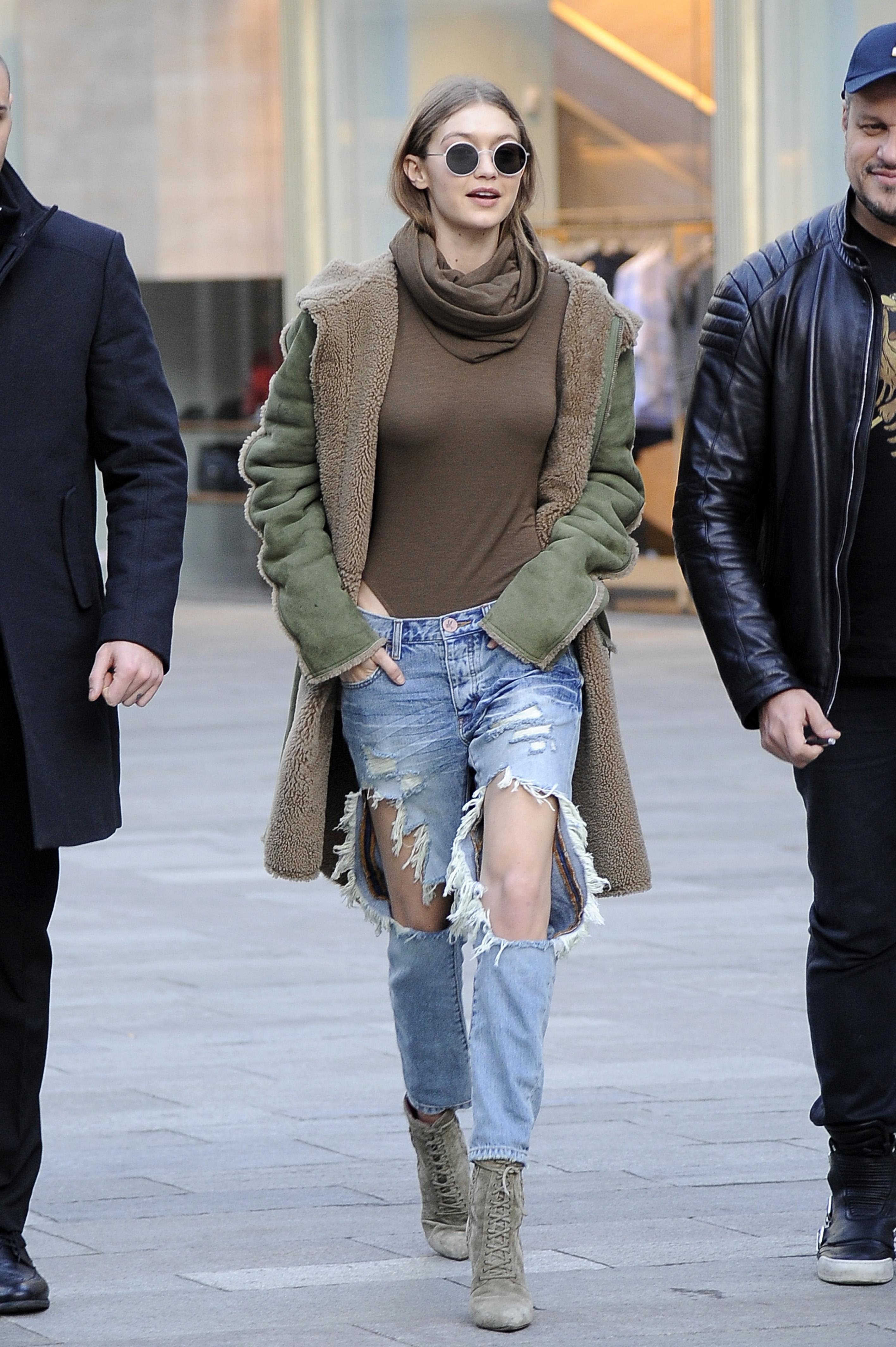 Gigi Hadid Jeans Rotos