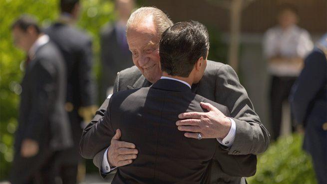 Los escuderos de don Juan Carlos, eternos cómplices de su romance con Marta Gayá