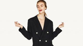 Chaqueta cruzada con botones de perlas de Zara