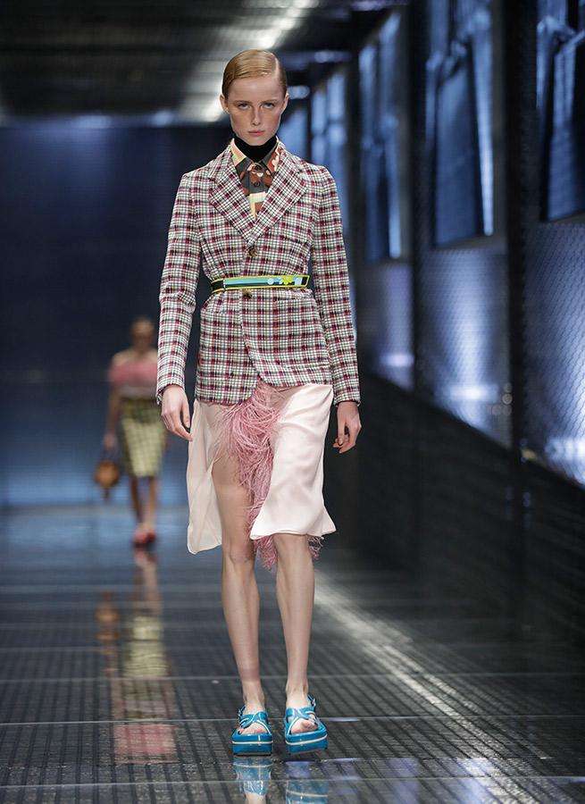 Sara Carbonero falda Prada desfile Milan Fashion Week