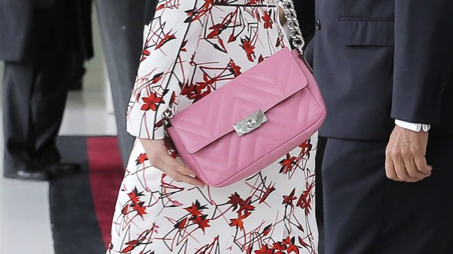 letizia look rojo rosa