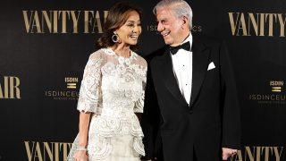 Mario Vargas Llosa e Isabel Preysler durante la presentación del número 100 de la publicación «Vanity Fair» / Gtres