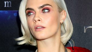 La actriz maquilló sus ojos con unas sombras rojas que resaltaban su mirada / Gtres