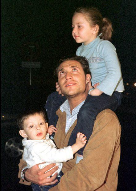 Antonio David Flores y sus hijos