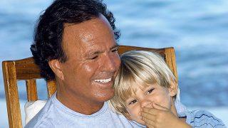 Julio Iglesias y su hijo Rodrigo en una imagen de archivo / Gtres