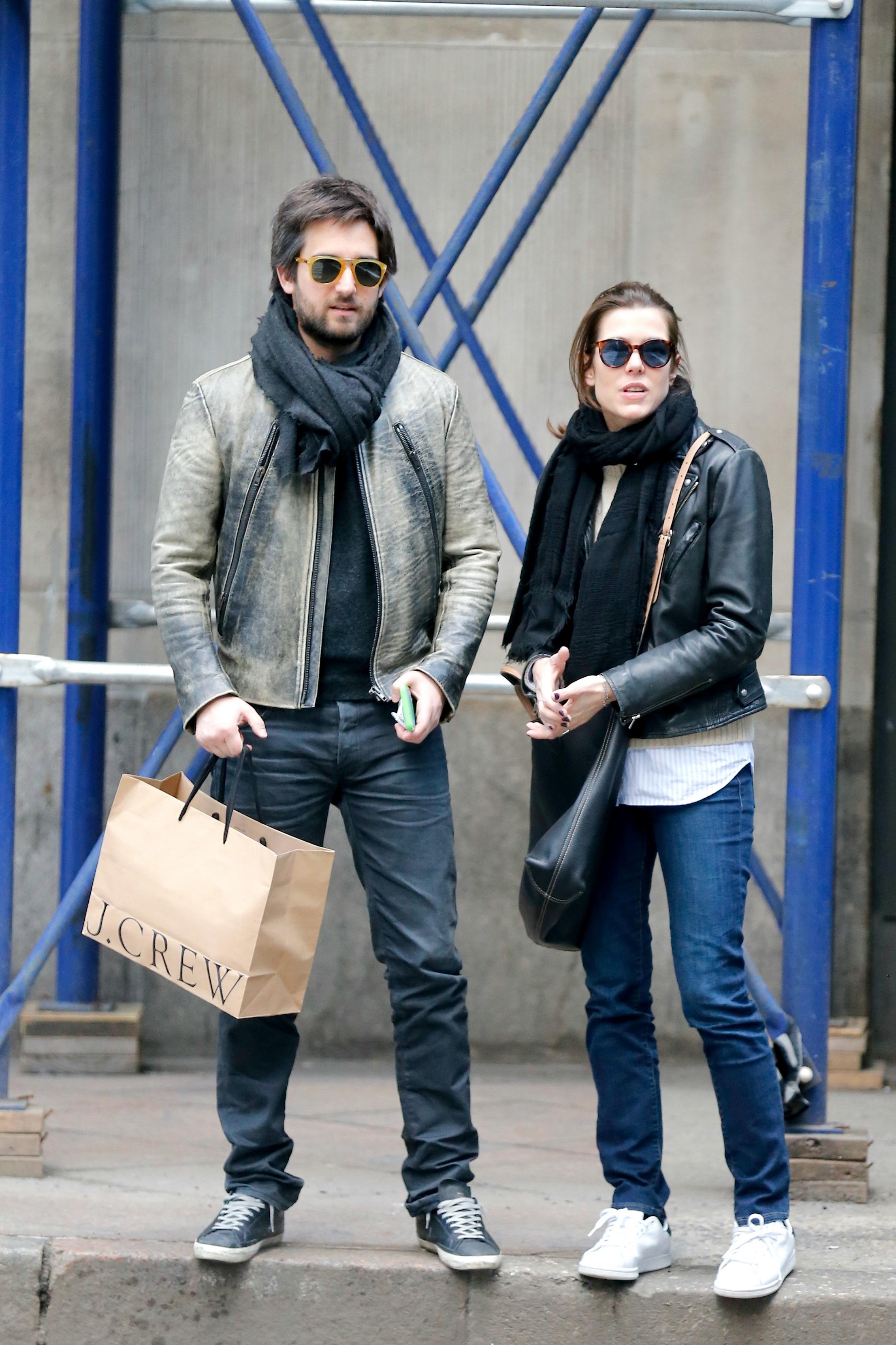 Carlota Casiraghi Tendencias Primavera 2017 jeans chaqueta de cuero