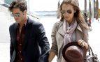 El cantante y la actriz paseando por Barcelona